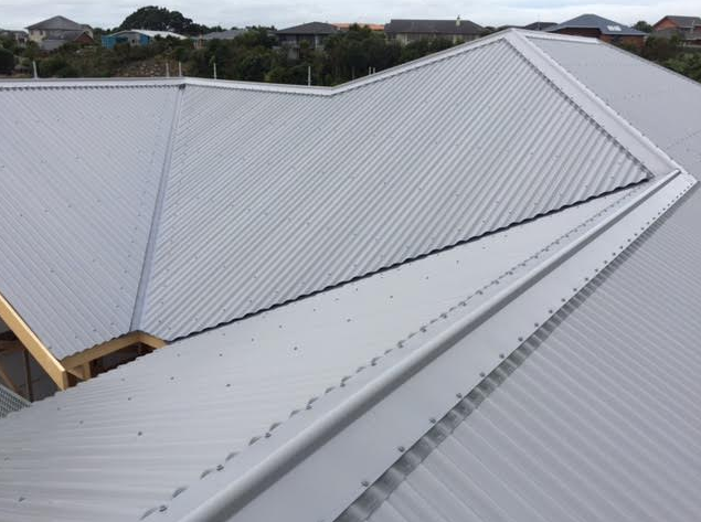 Roof installation, long run roofing of colorsteel in New Plymouth