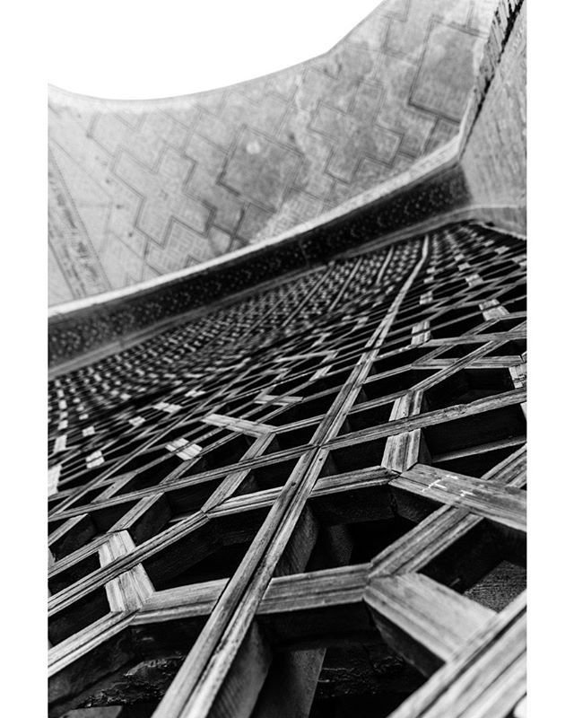 Bibi-Khanym Mosque September 6, 2018. Samarkand, Uzbekistan. . . . . . . . . . #Mosque #Islam #Uzbekistan #travel #architecture #ancient #travelphotography #history #samarkand #asia #blackandwhite #photography #filmlike #tile #wood #art #woodwork #screen #contrast #building #Jali #arch #culture