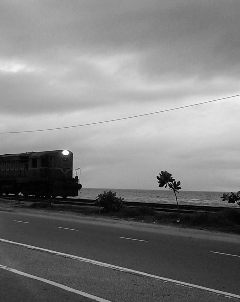 Near Wellawatte Railway Station, Colombo (2016). Photo by Kalyani Ramnath.