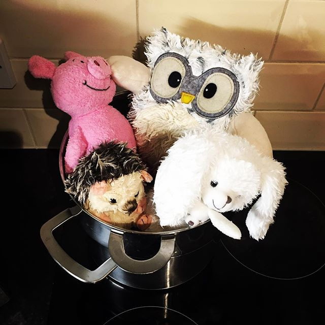 What's for dinner? . . . . #jothemonster #cuddlytoys #percypig #littlehedgehog #babytoys #newborn #plushiesofinstagram #babyrecipes #instafood #instatoys