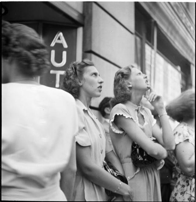 creating-a-billboard-for-peter-pan-bras-1947-3.jpg