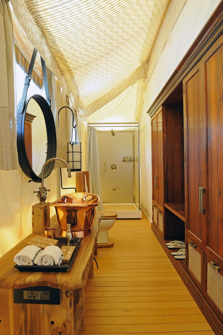 gt-luxury-suite-tent-white-bathroom-02_highres.jpg