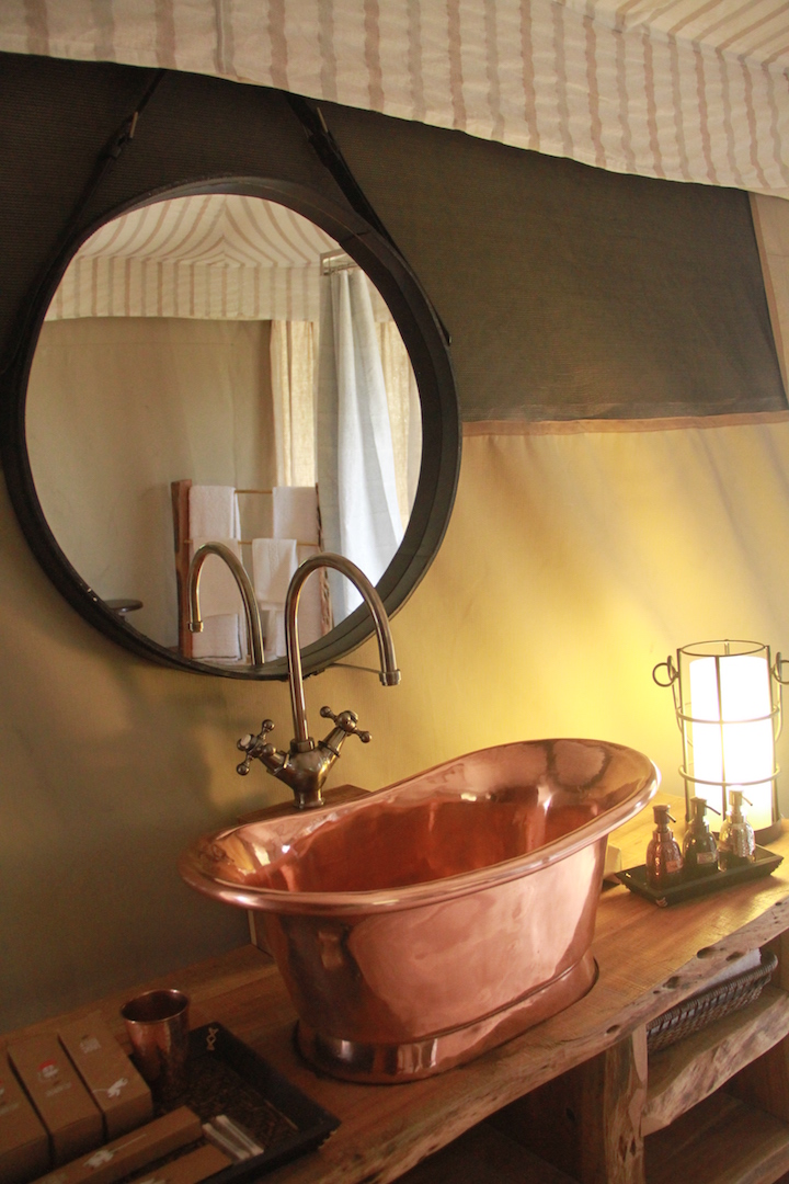 gt-luxury-suite-tent-sand-bathroom-02_highres (2).jpg