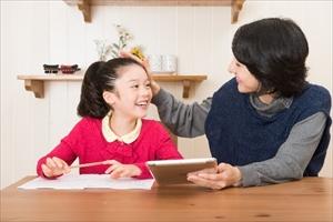 子供の才能を伸ばす?日本と海外の褒め方の違い