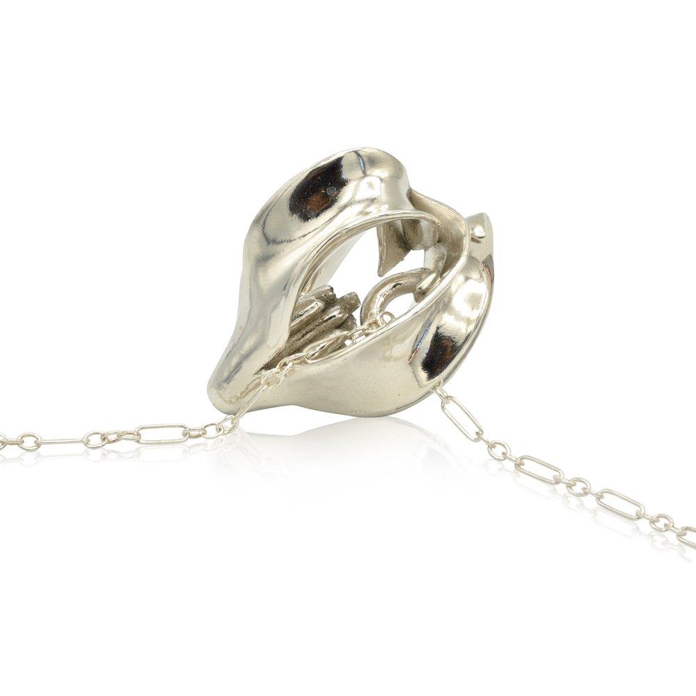 magic-dogwood-small-pendant-silver