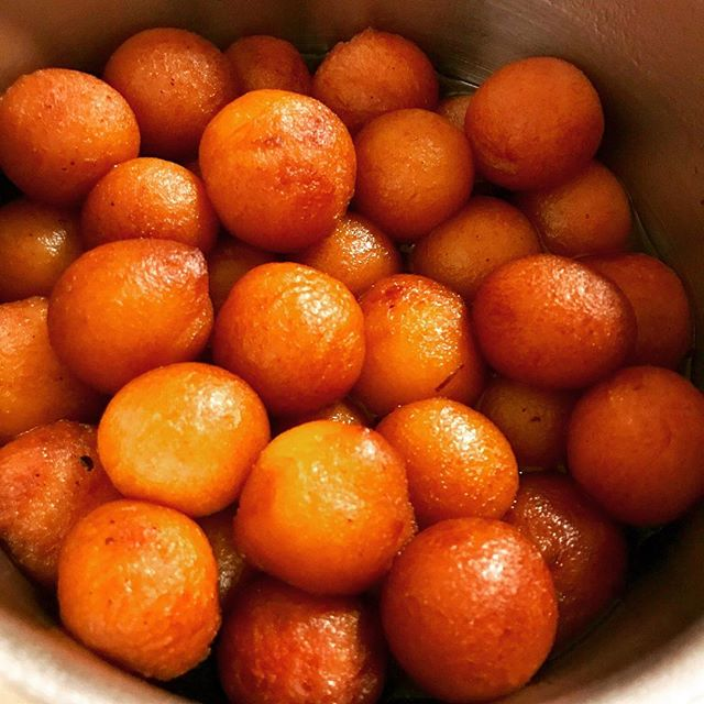 Homemade Gulab Jamun for Diwali! My MIL is an OG Frugal Hacker, she makes all snacks and desserts from scratch at home! #homechef #diwali