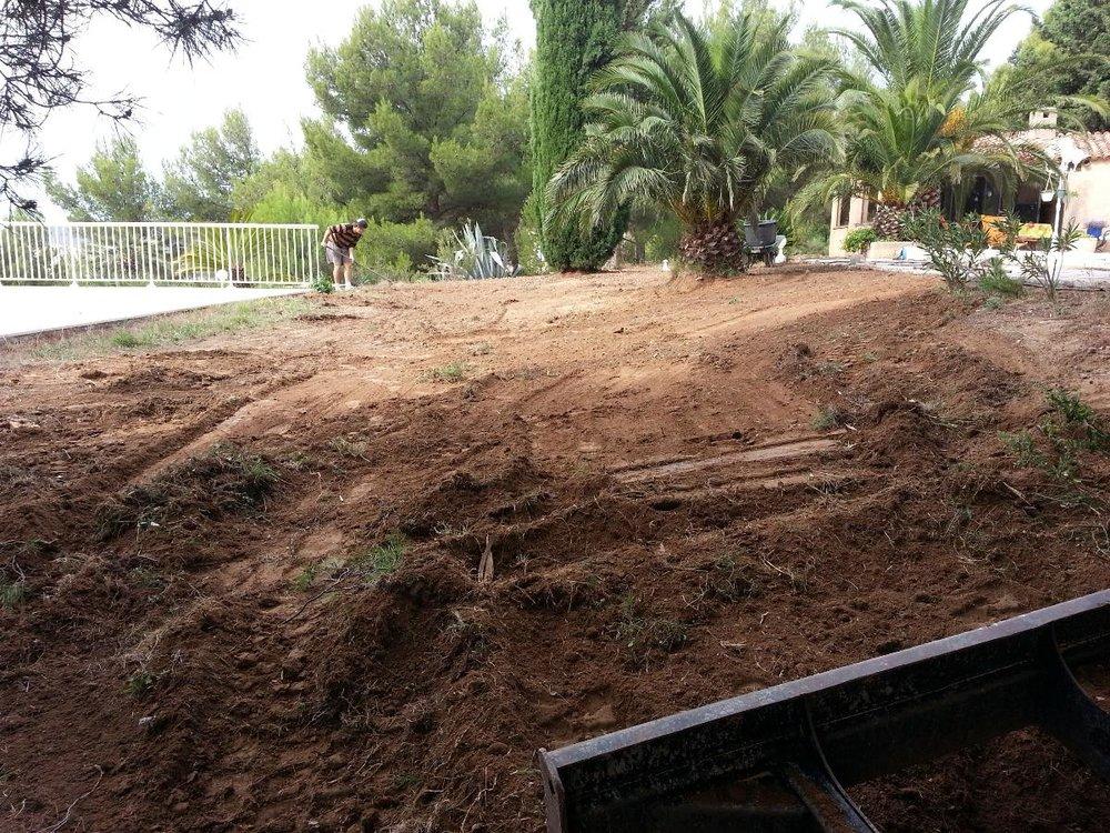 <h2>Terrassement avant pelouse synthétique</h2>
