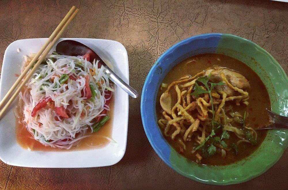 Papaya salad and Khow Soy - Huen Phen, Chiang Mai