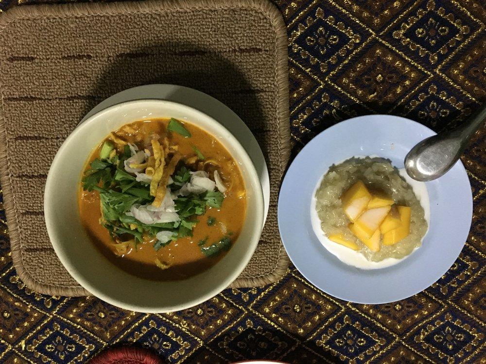 Khao soi and sticky cocounut rice with mango