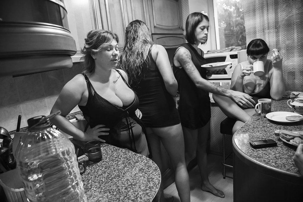 RoniBenAri_Ladies In Waiting_Untitled 09.jpg