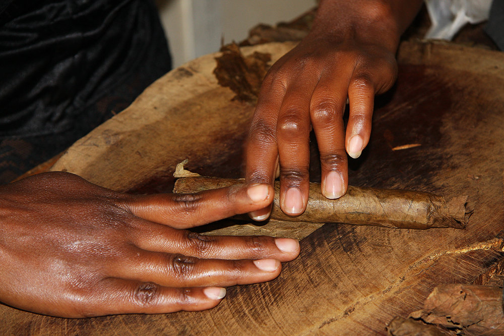 Sonia Costa_Working hands_Cuba.jpg