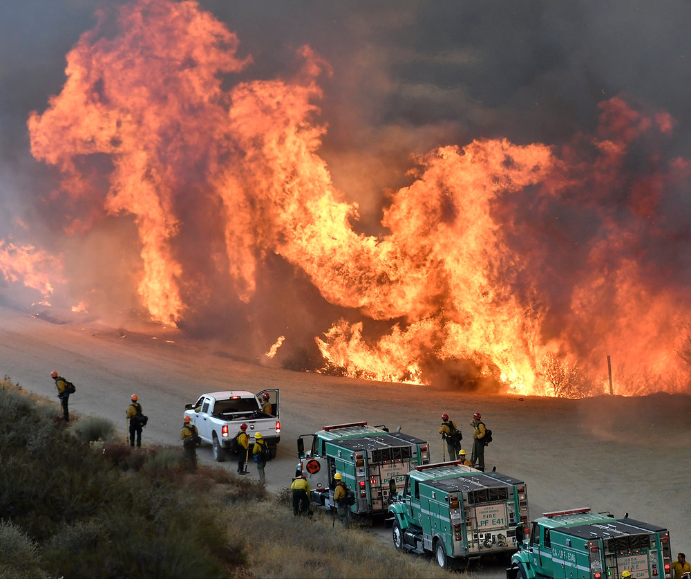 Gene Blevins_California Wildfires-Thomas Fire_01.jpg