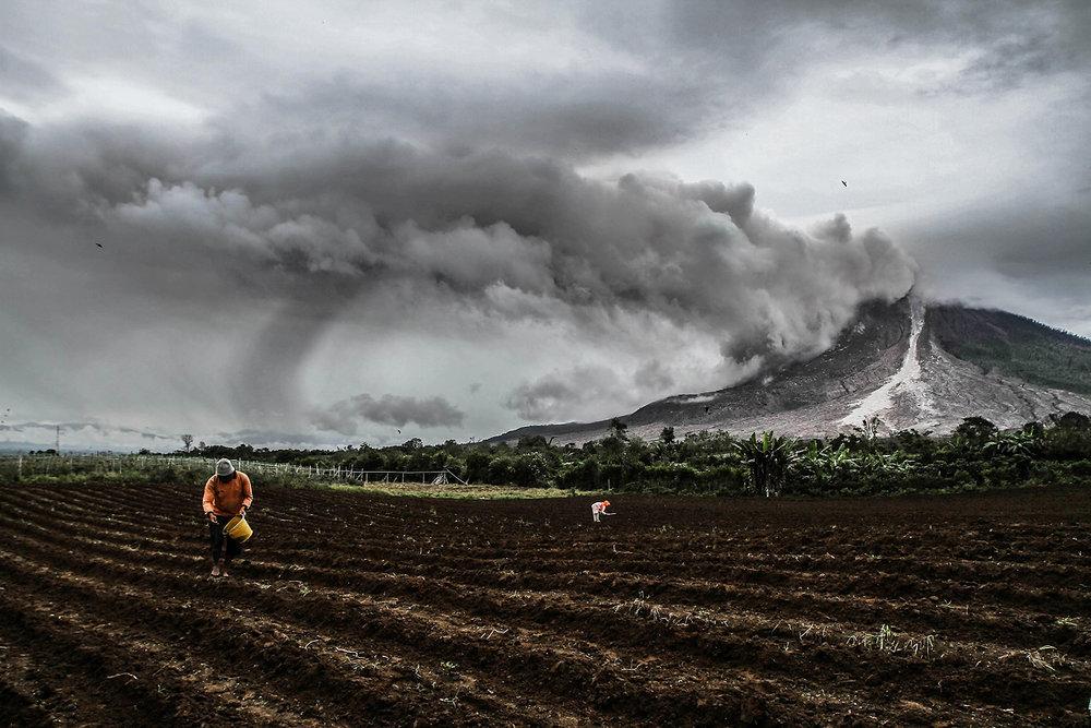 Ivan Damanik_Sinabung Volcano Eruption Indonesia_01.jpg