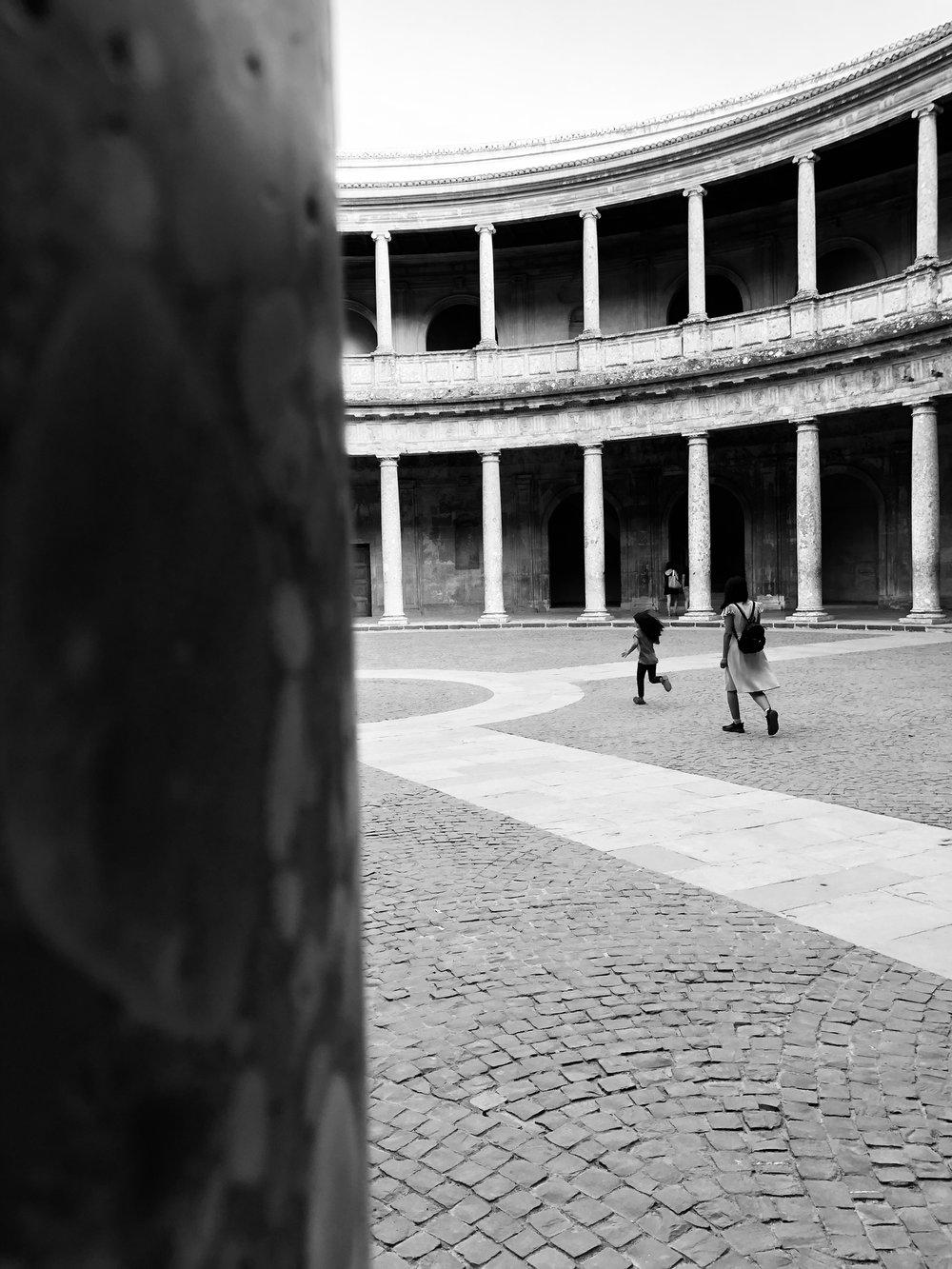 Elena_Cavallaro_Bullejos_Photo_5_The girl who runs with open arms.jpg