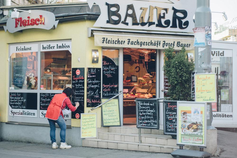 17-005-012-Fleischerei-Bauer-Aussensicht-auf-den-Eingang.jpg