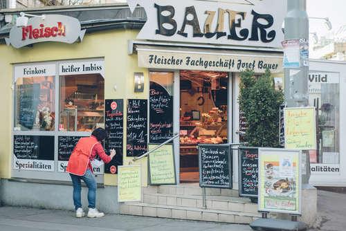 17-005-02-009-Fleischerei-Bauer-Aussensicht-auf-den-Eingang.jpg