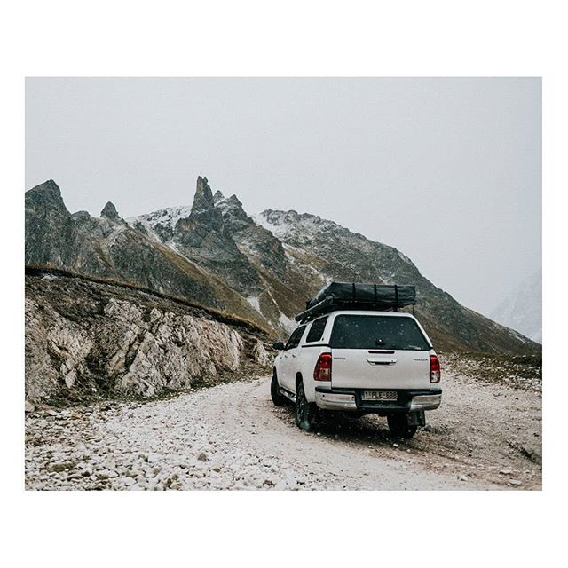 Mmmh! Fresh mountain air!  #offroad #hilux #freshairclub #oldtonecollective #shootermag #take_magazine #unvealjournal #photozine #lightzine