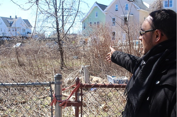 City's LCI Neighborhood Specialist leads a tour Photo Credit: New Haven Independent