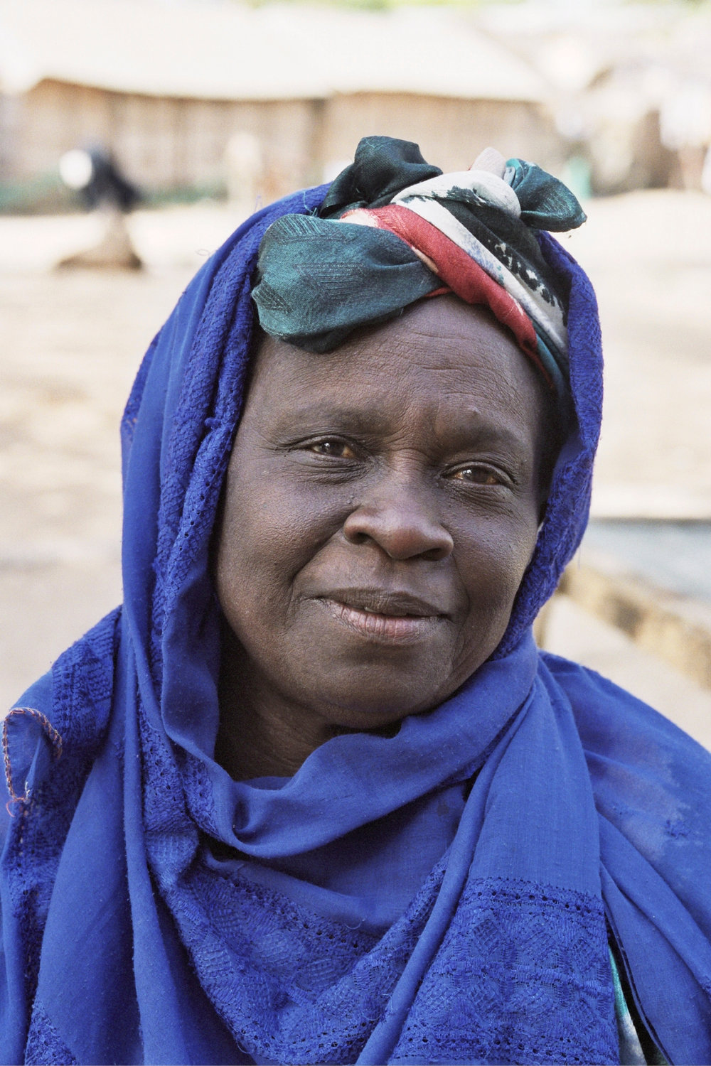 Senegal_lady_20.jpg