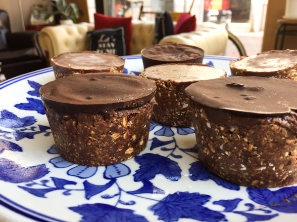 Raw Chocolate Cupcakes with Vanilla Filling