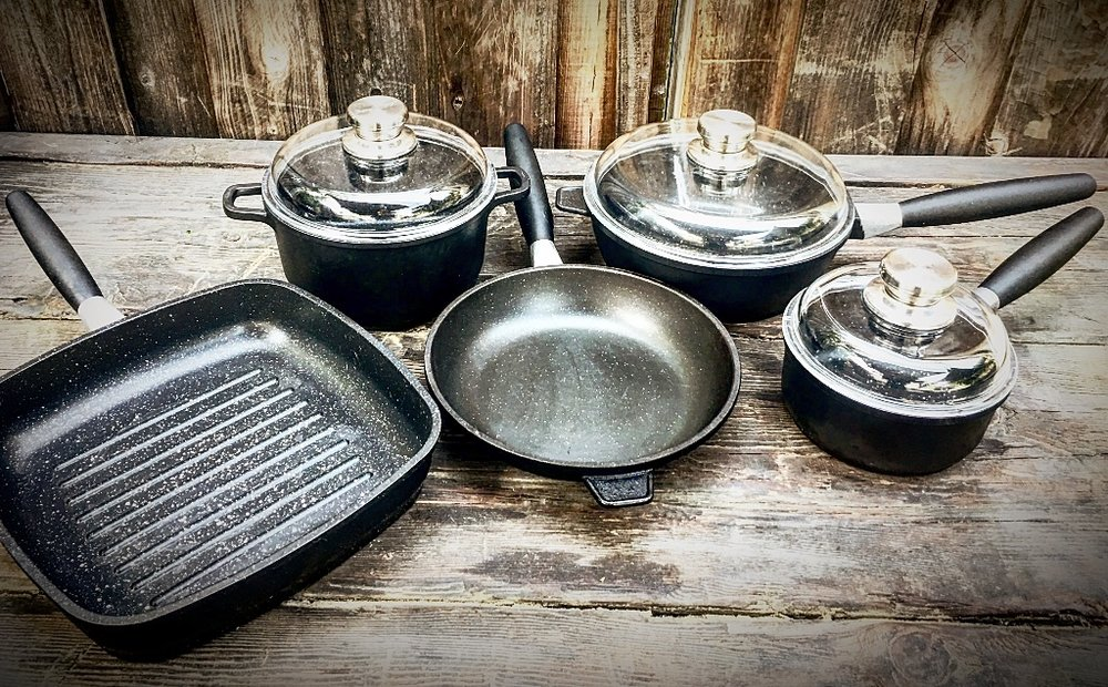 The EuroCAST Family Set is the perfect solution for small families, college kids, single adults, and anyone who wants delicious results and professional-level precision cooking with fast clean-up.
