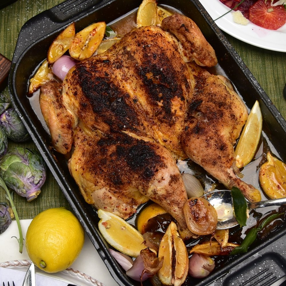 The top of the EuroCAST double roaster is an roasting pan. Here, we see it being upstaged by an even more attractive spatchcocked chicken with its chorus of lemons and shallots that took the roasting ride alongside.