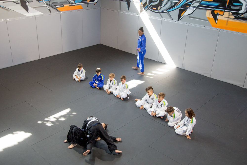 4 Points BJJ Students watching Demo