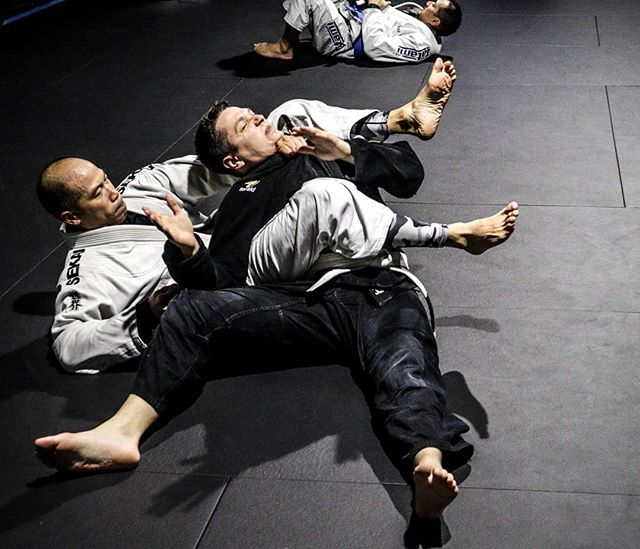 Trouble sleeping? #bjj has your back.  Itd 2019 people! Time to level up!! Sleep better, eat better, get in shape and lose weight. BJJ is known to help many men and women lower anxiety and stress by releasing endorphins making restful sleep easier.  Sign up for your FFEE trial week and special offers for new students.  #Toronto #Torontolife #torontofitness #Leaside #leasidelife