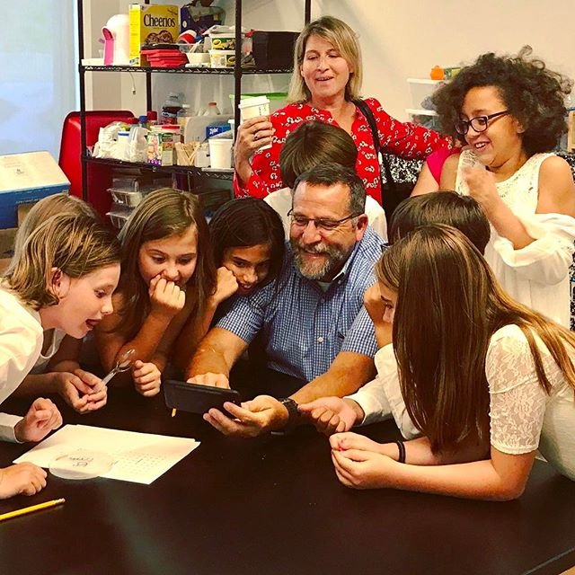 Smiles & laughter all around! Humor activates our sense of wonder, which is where learning begins! #ANewParadigmInEducation #DiscoverGreene  thegreeneschool.com