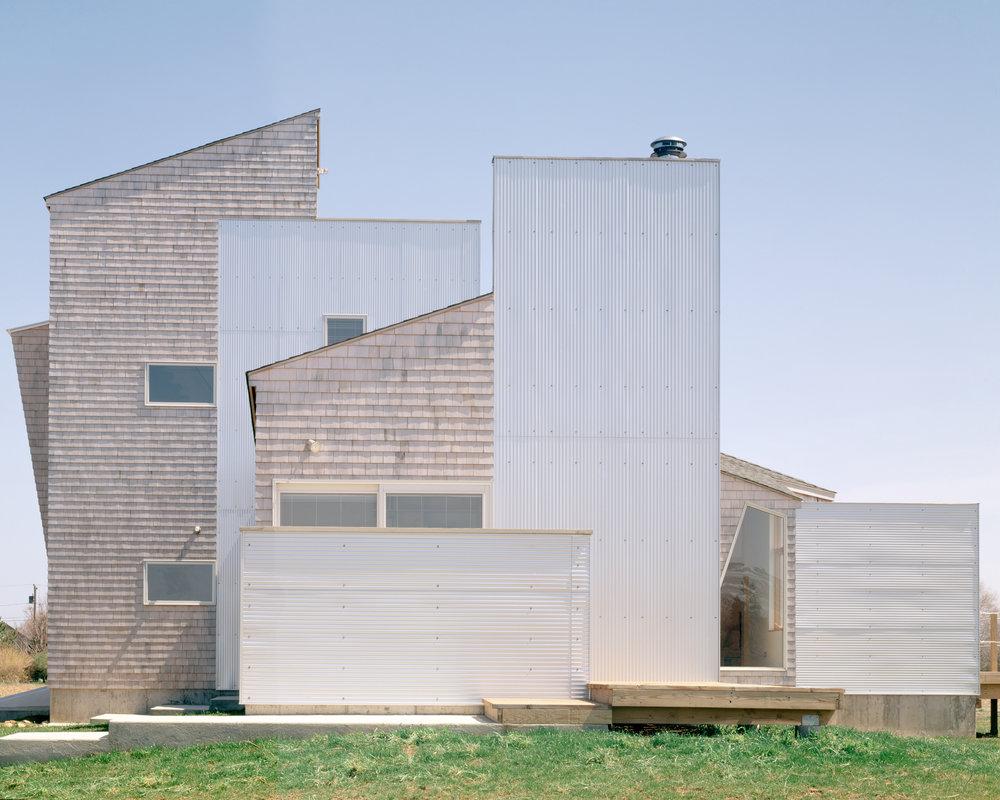 2_ariizumi_berry_project_house_on_north_fork_set1.jpg