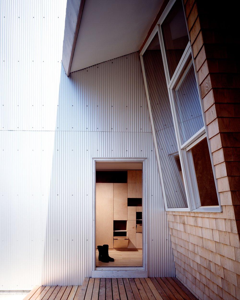 6_ariizumi_berry_project_house_on_north_fork_set2.jpg
