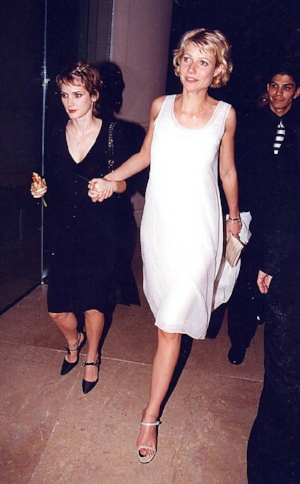rs_634x1024-170108170035-634.Winona-Ryder-Gwyneth-Paltrow-Golden-Globes.kg.010817.jpg