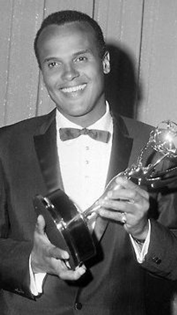 636014976706688272-Harry-Belafonte-emmy-e1376352032971.jpg