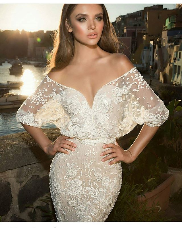 #Repost from @weddingchicks I love this dress! Would you wear on your wedding day?? #bridalfashion #bridalglam #abridalpiece
