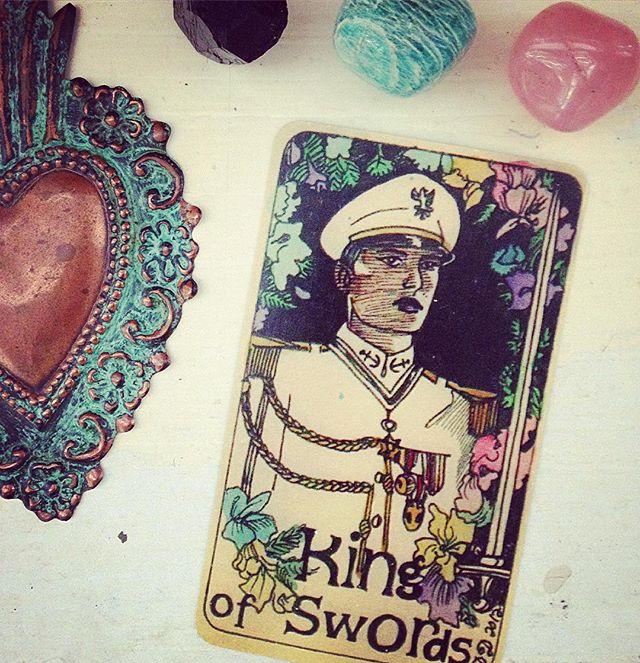 New moon/solar eclipse in Cancer 🦀🌑 King of Swords says FEED YR HEAD 🦀🌑Full post on blog @ tigerlilith.com #newmoon #cancermoon #mermaidtarot #kingofswords