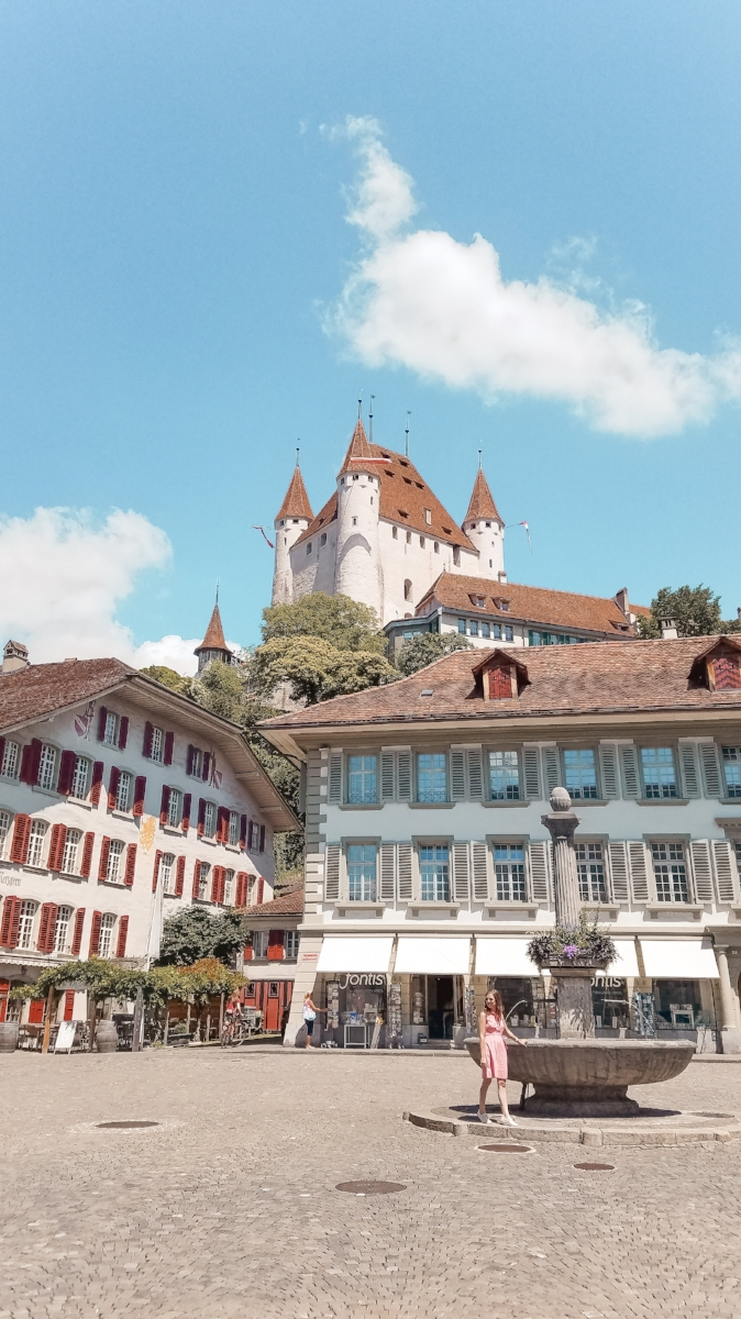 Schloss Thun rises from a hill on the shores of Lake Thun. The town of Thun below is full of shops and restaurants. #Switzerland #Travel #Wanderlust #Europe #Castle #Traveltips #Travelblog