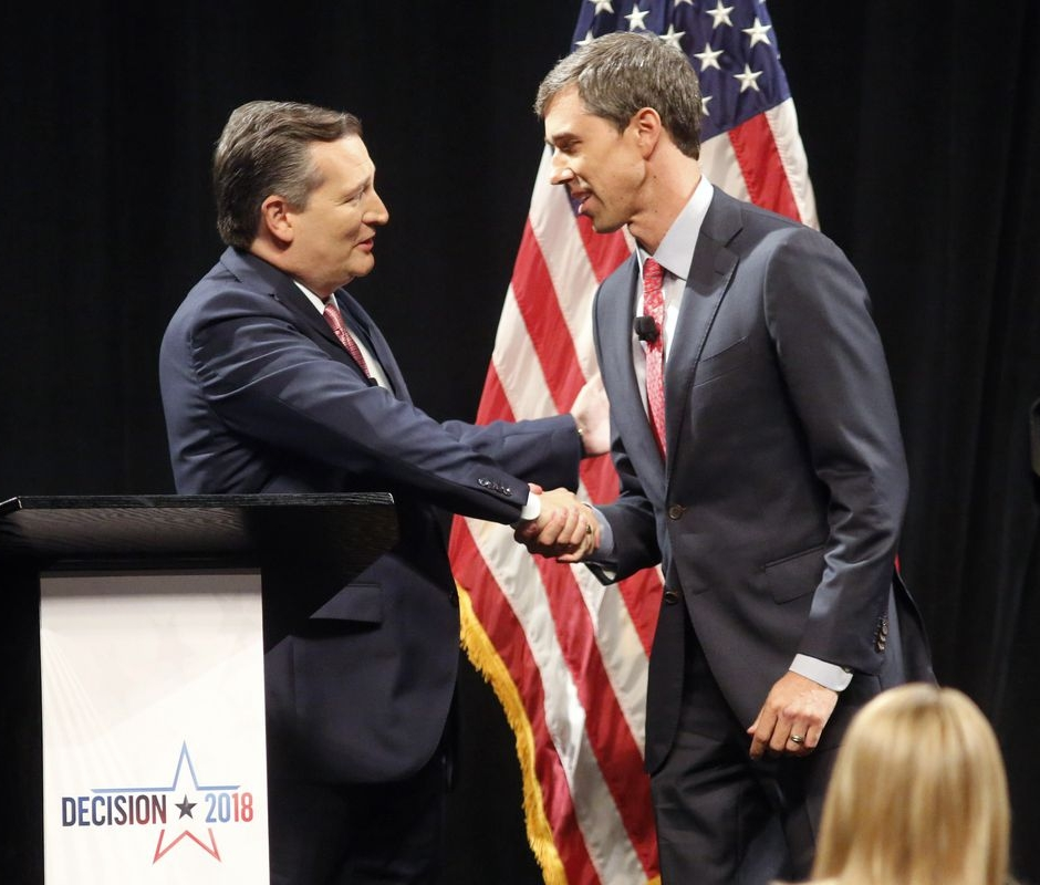 The two candidates shake hands before the start ( source )