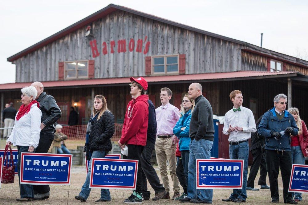 A rally for President Trump at Harmon's Tree Farm in Gilbert, South Carolina ( Image )