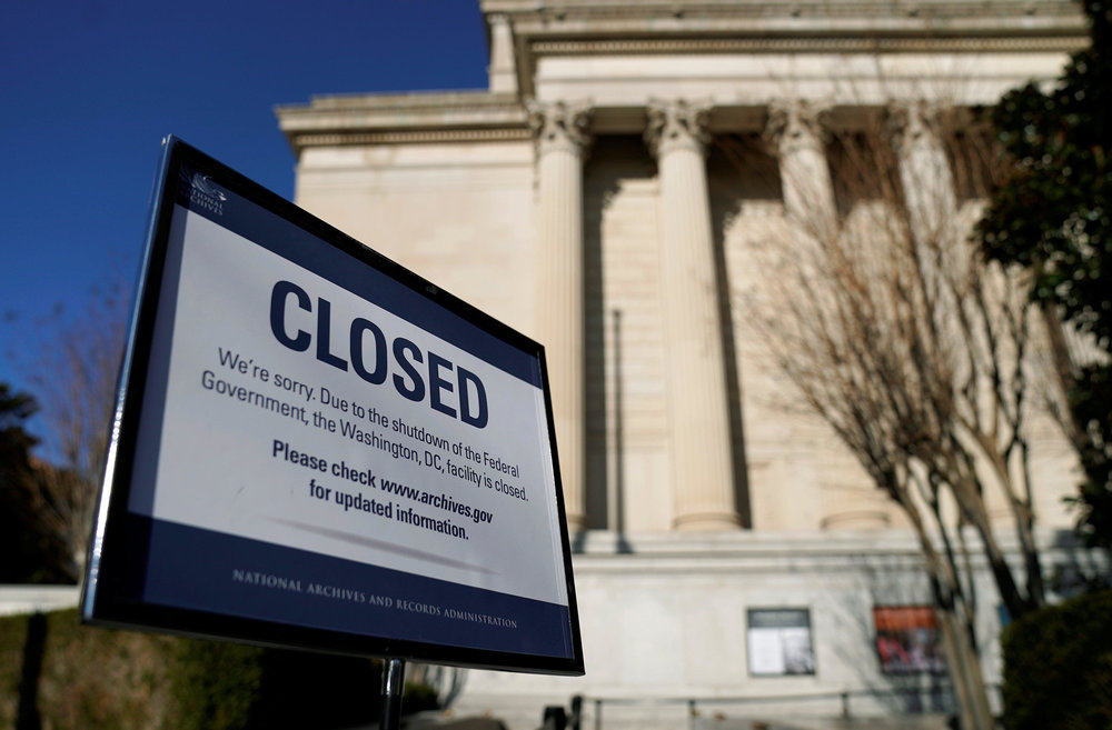 A notice outside a federal building in Washington, D.C. stating the facility's closure due to the government shutdown that has since been temporarily lifted ( Image )