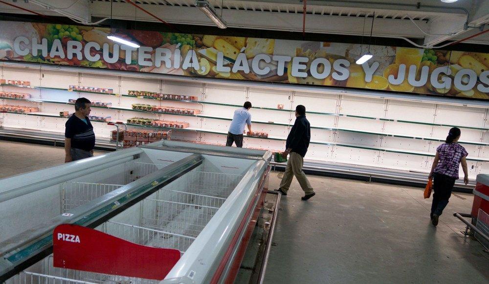 A largely empty Makro supermarket in Caracas, Venezuela in 2017 ( Image )