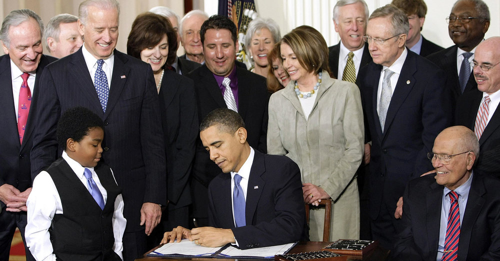 President Obama signs the Affordable Care Act in 2010 ( Image )