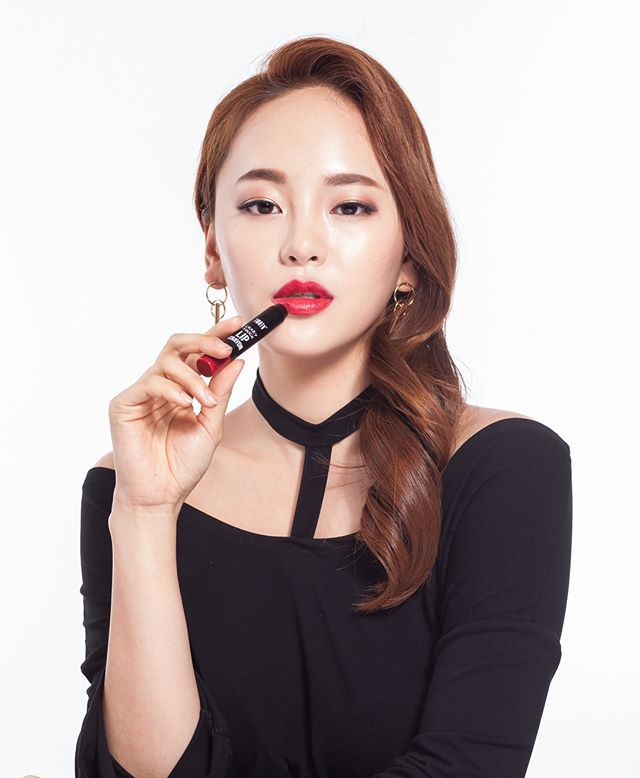 Outtakes from our K-Beauty line photoshoot for @watsonssg with Naver TV beauty creator @emmabeauty_0122 ❤️✨ Lipstick & tint poses 🔥💋😘💄. . You can find our work in Watsons stores all over Asia! 💕. . .  Director @judybootykim  Model @emmabeauty_0122  Photographer @jessicamarieberggrun  Hair & Make-Up @rachel_shop_  Stylist @roy_back . . . For work inquires contact judykim@jkment.com 💌 . . #judykimproductions #photography #watsons  #beauty #kbeauty #modellife #화장품 #화장품스타그램 #뷰티 #modelingagency #director #production #photoshoot #model #모델 #데일리 #데일리록 #일상 #촬영끝 #instadaily #instagood #creativedirector #koreanbeauty #behindthescenes #beautyblogger #beautiful  #koreanmodel #model #lipstick