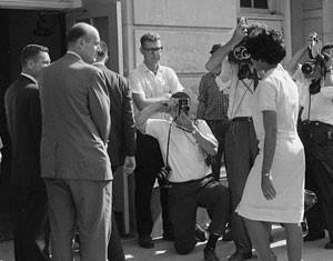 Vivian Malone entering Foster Auditorium through a crowd that includes photographers, National Guard members, and the Deputy U.S. Attorney General. Credit: Library of Congress.