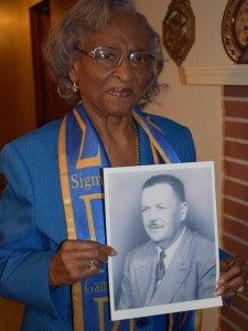 Ellie Dahmer with photo of her husband. From the Clarion Ledger.