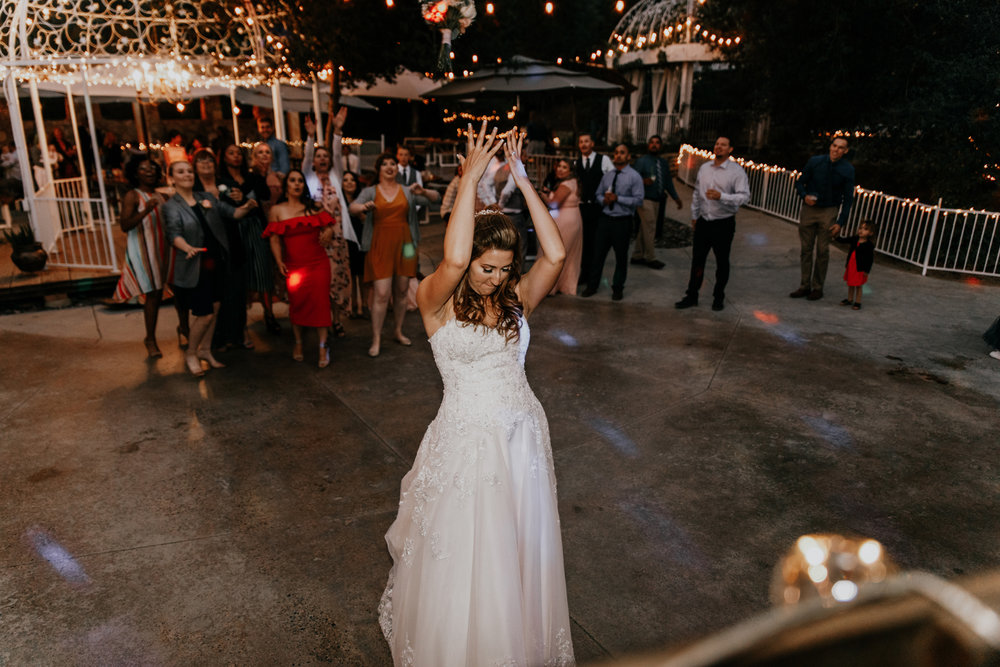 bouquet toss photos - Astray photo