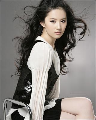 Yifei Liu  - as Bai Qian / Si Yin / Su Su