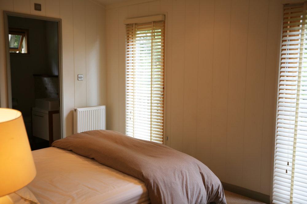 master-bed-02.jpg