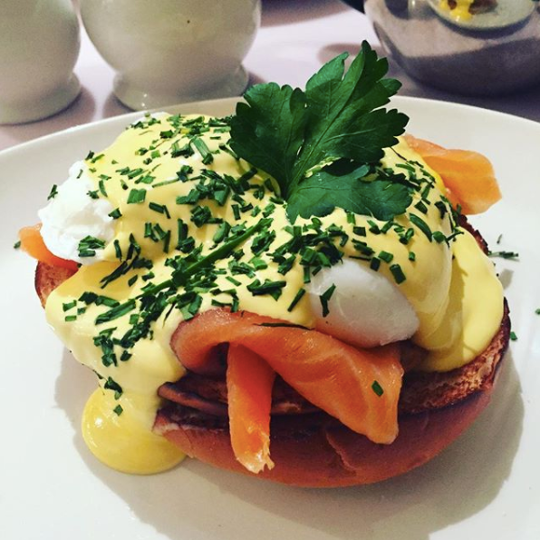 Huffkins breakfast eggs benedict
