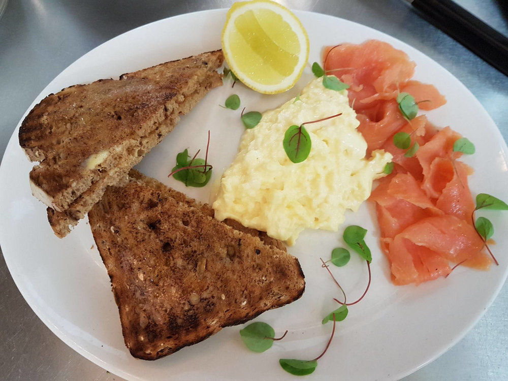 Huffkins Healthy Breakfast Smoked Salmon & Eggs