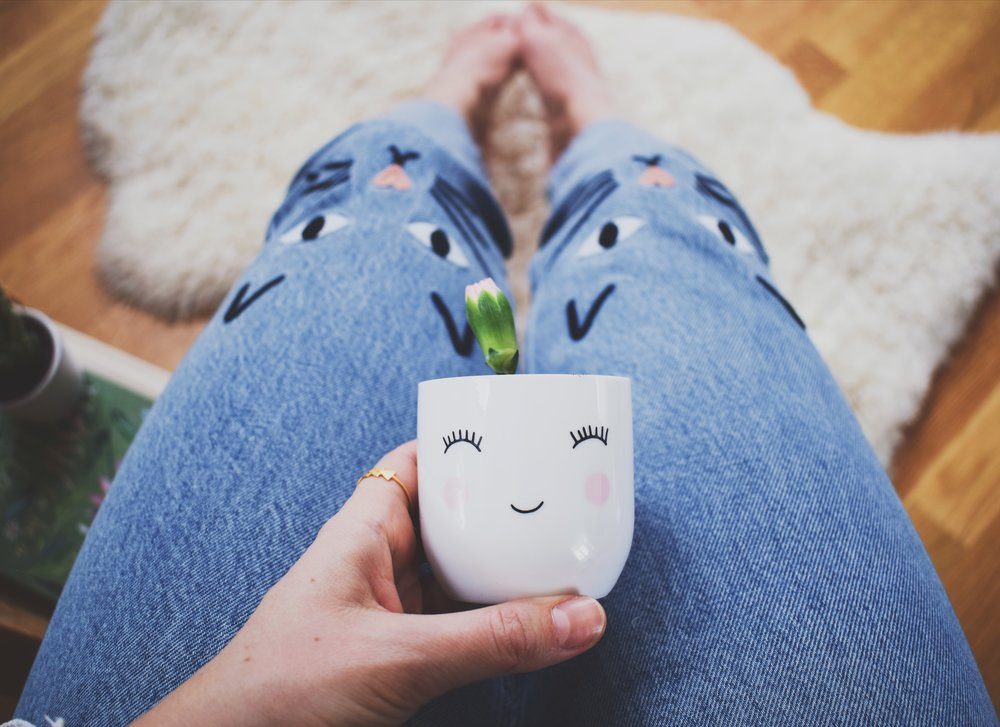 Self confidence and glitter eyeliner- Jeans with cat embroidery and little teacup with happy face